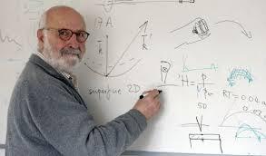 Juan Rojo, en su despacho en la Facultad de Ciencias Físicas de la Universidad Complutense de Madrid. / Uly Martín