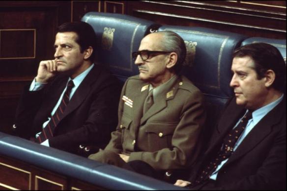 El-general-Atarés_GutierrezMelllado en el centro.- Vicepresidente..camino a la Transición 1977