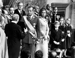 El Rey, en el Congreso, jurando las Leyes del Movimiento. (EFE)