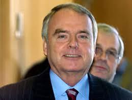 Ministro de Defensa y jefe de la agencia germana de inteligencia, Ludwig-Holger Pfahls,