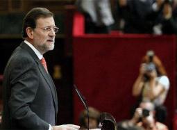 """El líder del PP, Mariano Rajoy, ha iniciado su intervención en el debate presupuestario en el Congreso con duras críticas al Gobierno y al presidente José Luis Rodríguez Zapatero, a quien ha acusado de cometer el """"error de no buscar el consenso"""" y de """"no hablar en serio con nadie"""", razón por la que, a juicio de Rajoy, estos Presupuestos tienen """"más enmiendas a la totalidad que nunca"""". Rajoy ha iniciado el turno de quienes presentan enmienda a la totalidad a estos Presupuestos, que serán aprobados gracias al apoyo del PNV que consiguió el Gobierno la semana pasada. """"Ha perdido una oportunidad preciosa para no mostrarse soberbio"""", ha asegurado el líder de la oposición dirigiéndose a Zapatero, para continuar, algo ya habitual en sus comparecencias, con una comparación de lo que dijo el Gobierno en meses pasados y los datos de la realidad. """"Nada va bien, si el paro va mal"""", ha insistido Rajoy, que ha situado el desempleo como barómetro de la crisis."""