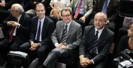 Mas, ayer, en un acto con empresarios que apoyan la candidatura independentista http://www.larazon.es/elecciones-catalanas/el-juez-ordenara-detener-a-una-decena-de-empresarios-del-3-tras-el-27-s-BE10720076#.Ttt1keqNOBKXJur
