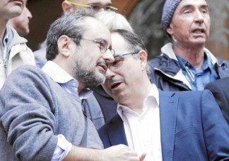 Baños y Turull pillados charlando en la concentración ante el TSJC para apoyar a las conselleras Rigau y Ortega