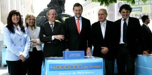 """el-estatuto-separatista-rechazado-por-sentencia-del-tc-en-2006-era-exactamente-lo-que-los-separatistas-desean-hoy1.- Entrevista a Rajoy en """"El País"""" Pregunta. Esta semana ha presentado cuatro millones de firmas en el Congreso para promover un referéndum sobre las competencias del Estado. ¿Y ahora, qué? Respuesta. Defenderé la proposición de ley en las Cortes. La proposición tiene todo el sentido del mundo: igual que se llamó a los españoles a opinar sobre la Constitución europea, me parece que debe llamárseles a pronunciarse sobre si estamos de acuerdo con lo que acordamos en el año 1978: que España sea una nación y los españoles sean iguales en derechos y deberes. Y al mismo tiempo plantearé la necesidad de que el Tribunal Constitucional se pronuncie antes de la celebración del referéndum catalán. Ya nos han anunciado que no nos van a votar, pero a mí cuatro millones de personas me han dado su apoyo y voy a ir a las Cortes a defender algo en lo que creo. Es el mayor error del partido socialista en estos dos años de legislatura. P. ¿Qué tiene que decir a lo que declaró la vicepresidenta de que en el camino de las firmas se han dejado seis millones de votos?"""