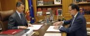 El Rey Felipe VI y el Presidente del Gobierno Mariano Rajoy durante su reunión hoy en el Palacio de la Zarzuela