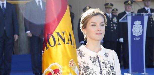 Letizia-bandera-Espana-Policia-Nacional_ECDIMA20151110_0014_5