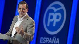 """""""Estoy oyendo algunas cosas que no me gustan nada y en democracia conviene respetar la voluntad de la gente"""", advierte.... """"Otros no lo ven así, pero que los españoles sean conscientes de lo que algunos están preparando. A nosotros lo que nos va a preocupar es el futuro de España y lo que tenemos que hacer"""", ha declarado Rajoy en un mitin antes decenas de militantes y simpatizantes del PP en el Teatro Auditorio Felipe VI Estepona, en el que ha participado también el presidente del PP-A, Juanma Moreno, que se ha referido a los líderes de PSOE, Podemos y Ciudadanos como el """"trío la, la la"""". Rajoy ha afirmado rotundo que con el PP """"no habrá sorpresas"""". """"El PP no es infalible pero con el PP no habrá sorpresas. Habrá trabajo, gestión, dedicación y habrá esfuerzo"""", ha manifestado, para criticar duramente que sus rivales políticos quieran """"liquidar"""" las reformas que se han hecho esta legislatura, algo que ha calificado de poco """"inteligente"""".http://www.cuatro.com/noticias/elecciones_20d/elecciones_20D-Mariano_Rajoy-PP_0_2095800296.html"""