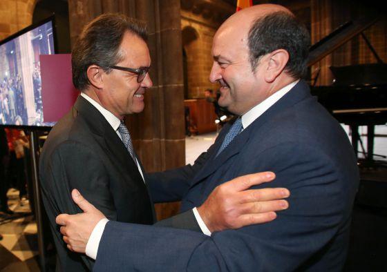 Respaldo de partidos y sindicatos vascos a los actos reivindicativos de la Diada