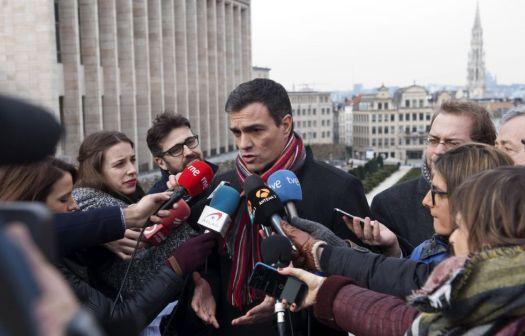 Sánchez acepta una reunión a cuatro con Podemos, IU y Compromís http://politica.elpais.com/politica/2016/02/19/actualidad/1455893652_692054.html