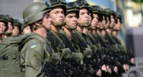 """El presidente ucraniano, Petró Poroshenko, afirmó que dependerá de la situación en Donbás si Kiev realizará o no una nueva movilización en Ucrania en 2016. """"Procuramos minimizar el impacto de la guerra sobre la vida de todos y cada uno de los ucranianos"""", dijo el mandatario en un evento en Kiev la noche del domingo y comentó que """"lo único que no puedo prometer de momento es que no habrá movilizaciones en Ucrania este año"""". Lea más en http://mundo.sputniknews.com/europa/20160509/1059440793/Poroshenko-movilizacion-Ucrania.html#ixzz48CHC2CI3 http://mundo.sputniknews.com/europa/20160509/1059440793/Poroshenko-movilizacion-Ucrania.html"""