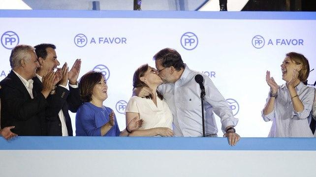 el_lider_del_pp_y_su_mujer_elvira_se_besaron_en_el_balcon_de_genova