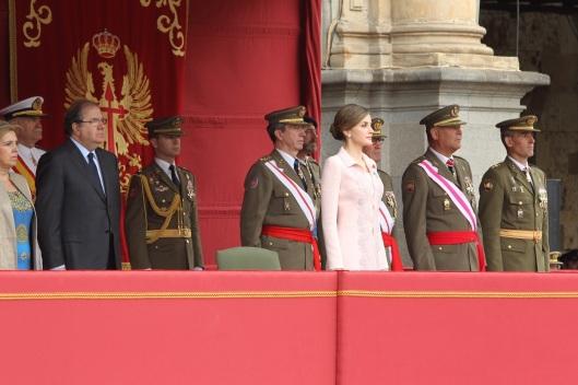 Doña Letizia en la Tribuna Real, junto a las autoridades presentes en el acto