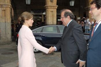 Su Majestad la Reina recibe el saludo del presidente de la Junta de Castilla y León, Juan Vicente Herrera