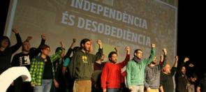 """La asamblea nacional de la CUP ha aprobado este domingo una enmienda en la que llama a """"liberarse"""" del pacto de estabilidad con Junts pel Sí, que ven como una """"prisión"""", aunque el secretariado de los anticapitalistas ha aclarado que no rompen la legislatura,. Tras el revuelo provocado por la aprobación de esta enmienda en la asamblea nacional celebrada en Esparreguera (Barcelona), el portavoz del secretariado nacional de la CUP, Xevi Generó, ha aclarado que el texto """"no es ninguna ruptura de la legislatura"""", aunque ha exigido a Junts pel Sí que """"se ponga las pilas"""" y no deje en """"papel mojado"""" la resolución de ruptura del 9N. """"La enmienda reafirma la labor hecha por el grupo parlamentario. No es ninguna ruptura de la legislatura, se trata de empujar hacia la independencia, el proceso constituyente y el plan de choque, o sea, el despliegue de la declaración de ruptura del 9N"""", ha precisado http://gaceta.es/noticias/cup-jxsi-pacto-23052016-0917"""