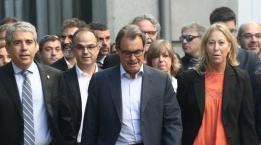 Artur Mas y Francesc Homs, junto a representantes de Podemos, PNV y ERC http://www.esdiario.com/775356785/Los-socios-que-corteja-Sanchez-se-retratan-junto-a-Homs-frente-al-Supremo.html