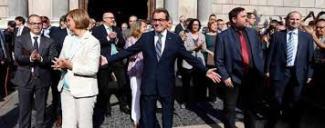 """ARTUR MAS ARROPADO POR ALGUNOS ALCALDES Y DEMÁS SOCIOS POLITICOS Y SIMPATIZANTES ANTE SU CONCURRENCIA AL JUZGADO POR EL 29N"""""""