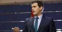 """..."""" El presidente de Ciudadanos, Albert Rivera, ha hablado esta mañana con Mariano Rajoy por teléfono al que ha confirmado el """"sí"""" de Ciudadanos a su investidura para superar finalmente el """"desbloqueo"""" y poner en marcha las """"soluciones"""" que demanda la gente. Rivera, en una rueda de prensa en el Congreso tras reunirse con el Rey en el marco de la ronda de consultas que está haciendo el monarca para proponer un candidato a la investidura, ha explicado que C's se ha comprometido de nuevo a votar a favor de Rajoy al cumplirse sus exigencias. (""""Rivera confirma ante el Rey su «sí» a la investidura de Rajoy"""" http://www.larazon.es/espana/rivera-confirma-ante-el-rey-su-si-a-la-investidura-de-rajoy-JK13800900?sky=Sky-Octubre-2016#Ttt17359vYbyK83T"""