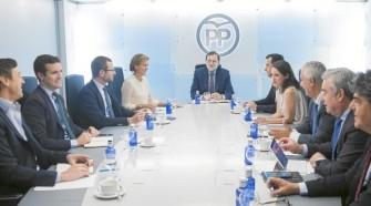 """Mariano Rajoy presidió ayer la reunión del Comité de Dirección del Partido Popular Tarek.- """"Tras la reunión de ayer del Comité de Dirección del PP, el vicesecretario de Comunicación, Pablo Casado, defendió que haya una investidura «cuanto antes». El PP ratificó que no plantea condiciones previas para que Rajoy acuda al Congreso a pedir su confianza si el PSOE decide abstenerse sin más. Y Casado también insistió en que, después de la investidura, Rajoy abrirá un cauce de diálogo con todos los partidos para que en España «haya estabilidad»....""""«Respetamos los procedimientos, pero también apelamos a que cuanto antes se facilite la gobernabilidad en España», señaló Casado en relación al debate interno en el PSOE Moncloa y la Presidencia del Congreso, con Ana Pastor al frente, han empezado ya a perfilar los trámites de una investidura «exprés», en la que se cumplan con todos los trámites constitucionales, pero con una agenda muy limitada por el tiempo Leer más: Rajoy y Pastor trabajan ya en una sesión de investidura exprés http://www.larazon.es/espana/rajoy-y-pastor-trabajan-ya-en-una-sesion-de-investidura-expres-PF13702692?sky=Sky-Octubre-2016#Ttt1AJwWDCJYE8mx Convierte a tus clientes en tus mejores vendedores: http://www.referion.com"""