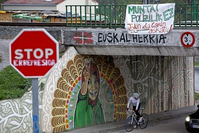 imagen-de-alsasua-navarra-con-pintadas-abertzales-y-a-favor-de-los-detenidos
