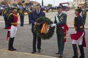 El presidente del Gobierno, Mariano Rajoy, coloca una corona de flores en el monolito a los caídos en la Academia de Guardias y Suboficiales de Guardia Civil en Baeza, Jaén. 17/12/2016http://www.lamoncloa.gob.es/multimedia/galeriasfotograficas/presidente/Paginas/2016/171216baeza.aspx