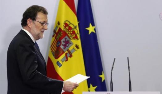"""Valora 1/5 Valora 2/5 Valora 3/5 Valora 4/5 Valora 5/5 5 (1 voto) 2 Rajoy acordará la nueva financiación autonómica aunque Cataluña no participe Los trabajos para elaborarla comenzarán dentro de un mes, cuando se constituya la comisión de expertos con participantes de todas las administraciones Mariano Rajoy, en la rueda de prensa ofrecida al término de la VI Conferencia de Presidentes Autonómicos. JAVIER LIZÓN (EFE) Mariano Rajoy, en la rueda de prensa ofrecida al término de la VI Conferencia de Presidentes Autonómicos. JAVIER LIZÓN (EFE) El presidente del Gobierno, Mariano Rajoy, confía en que la Generalitat participe en el proceso que se abre para decidir el nuevo modelo de financiación autonómica, pero está dispuesto a sacarlo adelante y a aplicarlo también en Cataluña aunque el ejecutivo catalán no forme parte de la negociación. Rajoy ha expresado esa disposición en la conferencia de prensa que ha ofrecido al término de la VI Conferencia de Presidentes, en la que se ha certificado la creación de una comisión de expertos para empezar a debatir el nuevo modelo de financiación autonómica. Ante la posibilidad de que la Generalitat, al igual que ha decidido no acudir este martes a esa conferencia tampoco quisiese negociar el nuevo sistema, Rajoy ha recalcado que el resto no puede parar un asunto que le importa a todo el mundo y que el nuevo modelo se aplicaría también a Cataluña. """"No se puede pedir al resto de comunidades autónomas que no haya un modelo de financiación porque un gobierno no quiera ir. ¿Qué quiere que hagamos los demás?"""", se ha preguntado antes de insistir en que no le """"cabe en la cabeza"""" que la Generalitat no participe finalmente en un asunto de tanta trascendencia. Por ello cree que """"la cordura y el sentido común se van a imponer"""" y, en consecuencia, él está tranquilo. http://elprogreso.galiciae.com/noticia/649766/rajoy-acordara-la-nueva-financiacion-autonomica-aunque-cataluna-no-participe"""