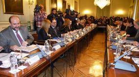 Madrid, 11 de enero de 2017.- Las Comunidades Autónomas han llegado hoy a un acuerdo con el Gobierno de España para suprimir la tasa de reposición en las ofertas de empleo público en sanidad, educación y servicios sociales, que limitaba la convocatoria de plazas, y podría añadirse también en materia de emergencias.http://www.castillalamancha.es/actualidad/notasdeprensa/las-ccaa-acuerdan-con-el-gobierno-de-espa%C3%B1a-suprimir-la-tasa-de-reposici%C3%B3n-en-las-ofertas-de-empleo