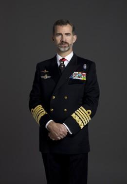 Su Majestad el Rey Don Felipe VI con uniforme de diario de Capitán General de la Armada.-© Casa de S.M. el Rey / Gorka Lejarcegi http://www.casareal.es/ES/FamiliaReal/ReyFelipe/Paginas/subhome.aspx