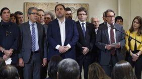 La Generalitat desafía al Estado e incluye en los presupuestos 5,8 millones para el referéndum El gobierno catalán ha incluido en los presupuestos de la Generalitat unas partidas, que suman 5,8 millones de euros, cuya finalidad es organizar el referéndum independentista anunciado para septiembre de 2017. Fuentes del Govern han asegurado que estas partidas, de 5 millones, por una parte,... http://www.elespanol.com/espana/20161129/174482915_0.html