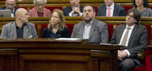 """El Parlamento catalán ha aprobado este miércoles el Decreto Ley para la prórroga técnica de los Presupuestos con los votos de JxSí y el apoyo parcial de la CUP -cinco apoyos y cuatro abstenciones-, frente a los votos en contra de C's, PSC, SíQueEsPot y PP. En el debate previo, el conseller de Economía, Oriol Junqueras, ha intentado convencer a los grupos de que el debate era técnico, pero la oposición le han reprochado que pida """"un cheque en blanco"""" sin aclarar si esta prórroga técnica va a provocar unos presupuestos prorrogados durante todo 2016. En cuanto a la CUP, Eulàlia Reguant ha aclarado que su apoyo parcial en esta votación no significa que apoyen los Presupuestos, sino que entienden que el Govern cumple la resolución independentista y ya trabaja en la creación de tres leyes básicas hacia la independencia, especialmente en la de seguridad social para que la Generalitat recaude todos los impuestos. http://www.elconfidencial.com/espana/cataluna/2016-02-03/el-parlamento-catalan-aprueba-la-prorroga-de-presupuestos-con-apoyo-parcial-de-la-cup_1145927/"""