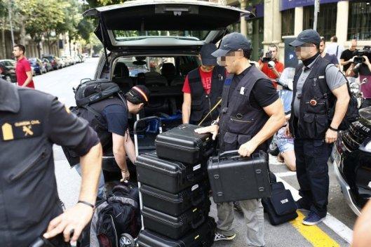 REGISTRAN LA SEDE DE LA FUNDACIÓN DE CDC Y CUATRO AYUNTAMIENTOS CATALANES
