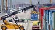 Imagen de archivo de las tareas de estiba en el puerto de Valencia - MIKEL PONCEhttp://www.abc.es/opinion/abci-estiba-y-dilema-prisionero-201702081252_noticia.html