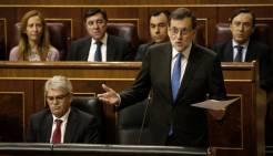 """Mariano Rajoy, durante la sesión de control al Gobierno en el Congreso. EFE .- El presidente del Gobierno, Mariano Rajoy, ha dicho estar abierto a investigar la financiación del PP, que podría hacerse en el Senado, pero ha advertido a Albert Rivera de que si se mira """"demasiado"""" al pasado puede pasar lo que le ocurrió a la mujer de Lot, que se convirtió en """"estatua de sal"""". Rajoy, en la sesión de control al Gobierno, ha respondido al líder de Ciudadanos que está dispuesto a hablar con él de la comisión de investigación sobre la presunta financiación irregular del PP, insistiendo en que hay que ver además si esa comisión """"es positiva"""" y sirve para """"construir algo"""". http://www.diariodenavarra.es/noticias/actualidad/nacional/2017/03/08/rajoy_necesario_atras_investigando_financiacion_pp_520705_1031.html"""