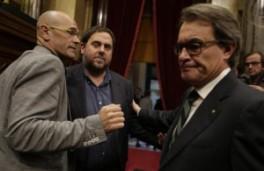 Mas con Junqueras y Romeva al final del fallido debate de investidura el 9 de noviembre de 2015.https://clementepolo.wordpress.com/tag/pacto-nacional-por-el-referendum/