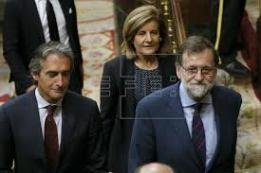 PRESIDENTE MARIANO RAJOY; MINISTRO DE FOMENTO IÑIGO DE LA SERNA Y MINISTRA DEL TRABAJO FÁTIMA BAÑEZ http://ceoe-tenerife.com/congreso-aprueba-definitivamente-real-decreto-reforma-la-estiba/