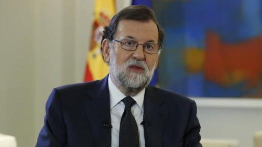 """El presidente del Gobierno, Mariano Rajoy, ha garantizado este lunes a la cúpula del Partido Popular que su Ejecutivo hará """"todo lo que haga falta"""", usando todos los instrumentos que ofrece la Constitución y el Código Penal, para impedir la independencia de Cataluña. Con ese propósito, ha garantizado que tomará todas aquellas medidas que sean """"necesarias"""", sin ninguna alusión concreta al artículo 155 de la Carta Magna. """"Vamos a impedir la independencia de Cataluña. Tomaremos las medidas para impedirlo que sean necesarias. La separación de Cataluña no se va a producir y el Gobierno hará todo lo que haga falta para que así sea"""", ha manifestado Rajoy en la reunión del comité de dirección del PP, unas palabras que luego ha leído textualmente en rueda de prensa el vicesecretario de Comunicación, Pablo Casado.http://www.larazon.es/espana/rajoy-comunica-al-pp-que-usara-la-constitucion-y-el-codigo-penal-para-impedir-la-independencia-FL16488872"""