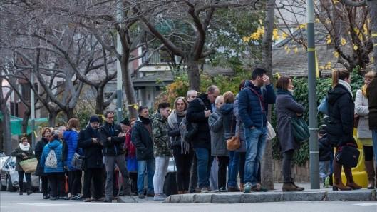 Los catalanes votan tras la apertura de las mesas electorales