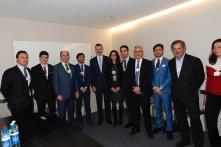 Fotografía de grupo de Su Majestad el Rey con personalidades del mundo empresarial español y emprendedores que participan en el Foro http://www.casareal.es/ES/Actividades/Paginas/actividades_actividades_detalle.aspx?data=13431