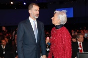 © Casa de S.M. el Rey Su Majestad el Rey conversa con la directora gerente del Fondo Monetario Internacional, Christine Lagarde http://www.casareal.es/ES/Actividades/Paginas/actividades_actividades_detalle.aspx?data=13431