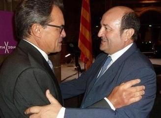 ARTUR MAS Y ORTUZAR.- El PNV manifiesta su apoyo al golpe de Estado institucional de Artur Mas https://www.naiz.eus/eu/actualidad/noticia/20170223/ortuzar-y-mas-intercambian-puntos-de-vista-sobre-la-situacion-del-estado-la-cav-y-catalunya
