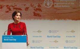 """Su Majestad la Reina durante su intervención en la ceremonia del """"Día Mundial de la Alimentación"""" © Casa S.M. el Rey http://www.casareal.es/ES/Actividades/Paginas/actividades_actividades_detalle.aspx?data=13731"""